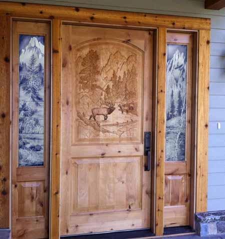 дверь с резным панно