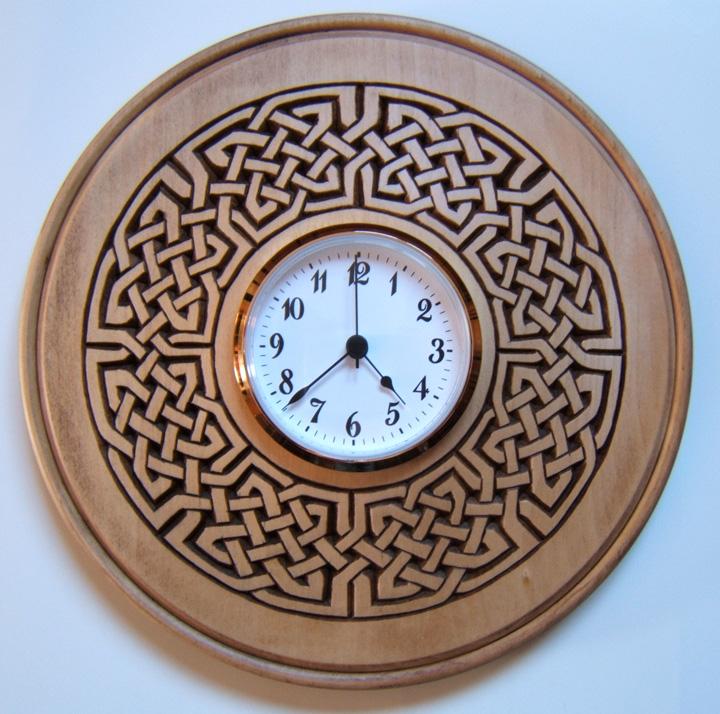 часы с кельтским орнаментом