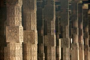 древние резные колонны