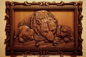 резная картина медведица с медвежатами