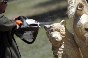 резьба медведей бензопилой