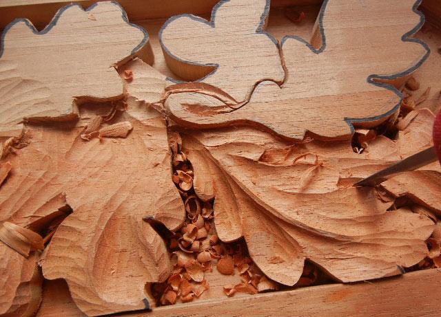 резные деревянные листья
