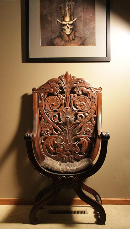 резной стул трон