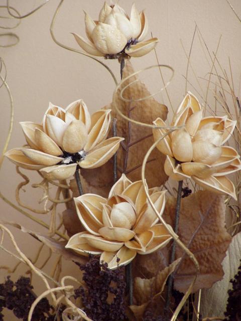 деревянные цветы