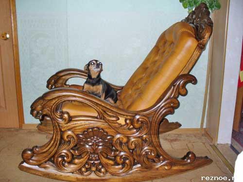 кресло-качалка с резьбой