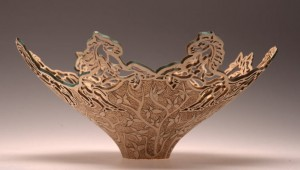 резная ажурная деревянная ваза