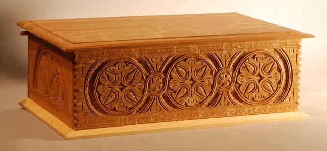 деревянная резная шкатулка