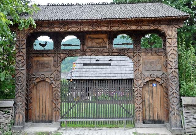 ворота из дерева срезьбой