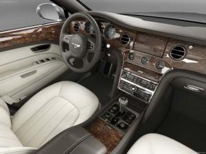 Bentley-derevo-v-avtomobilnom-interere
