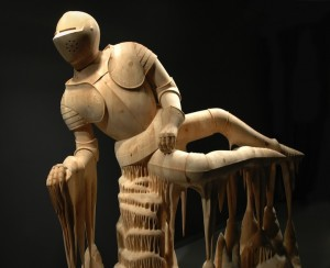 деревянная скульптура рыцарь