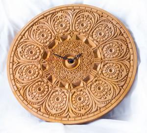 резные деревянные часы с рисунком тайланд