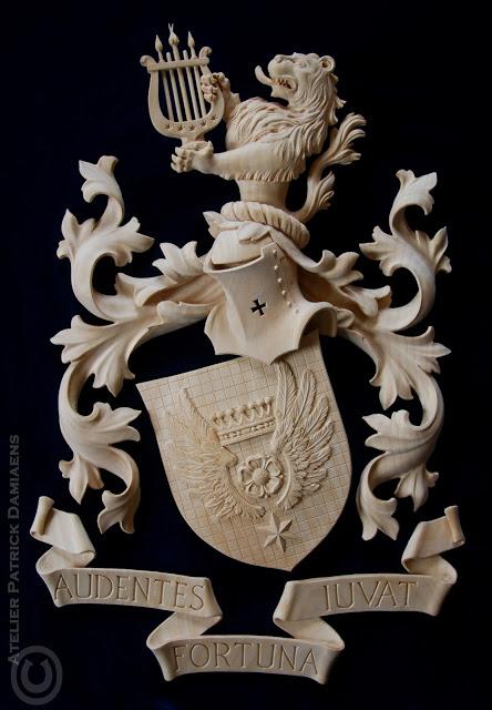 резной герб из липы