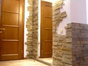 Белые стены и натуральный камень