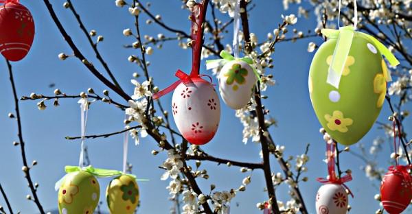 Пасхальные украшения на дереве