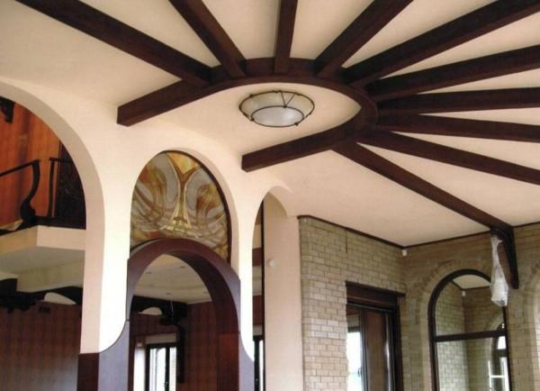 Балки на потолке, устройство открытых элементов