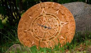 общий вид часов золото ацтеков