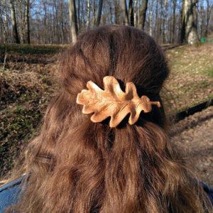 дубовый листик деревянная заколка на волосах